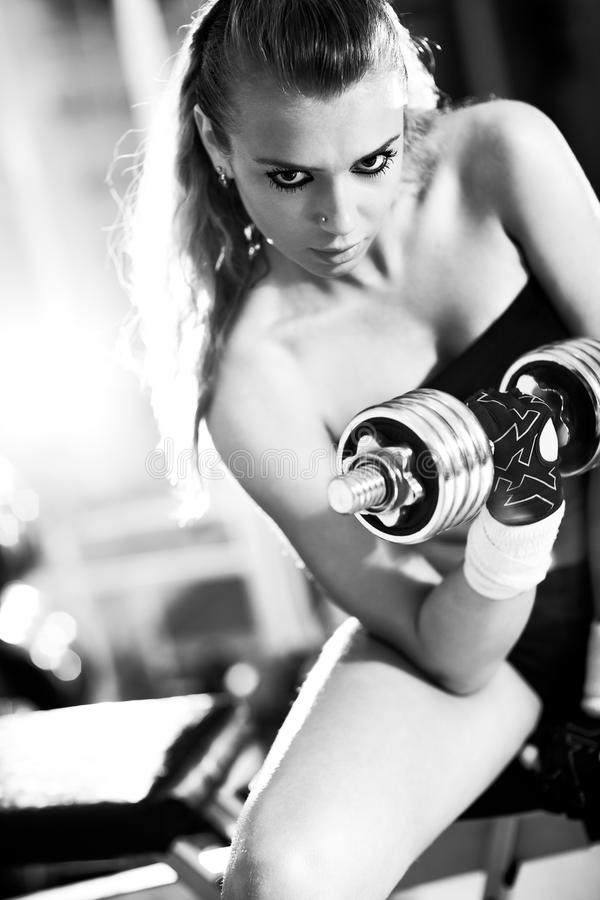 培训重量妇女年轻人 免版税库存照片