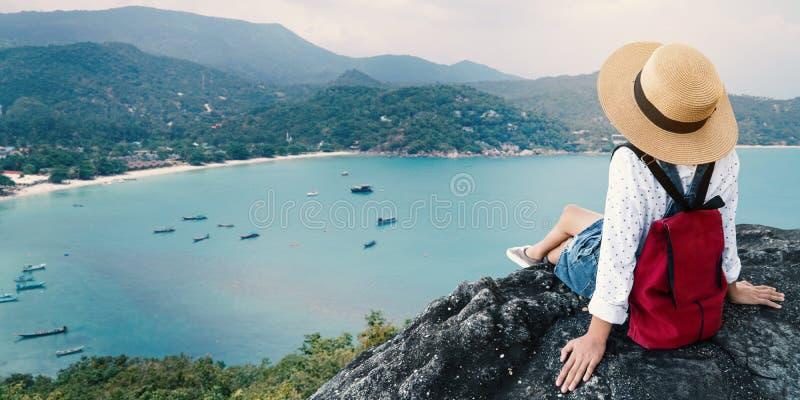 基于海的亚裔女孩 免版税库存照片