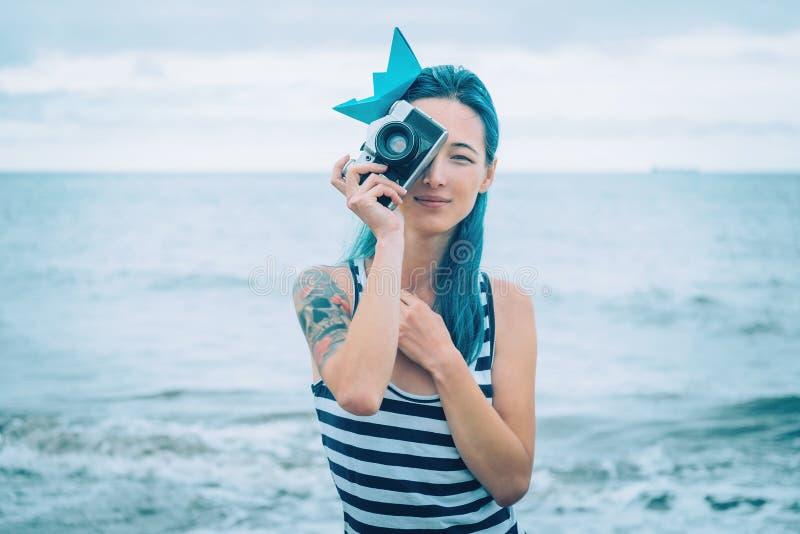 基于海滩的水手女孩 库存照片