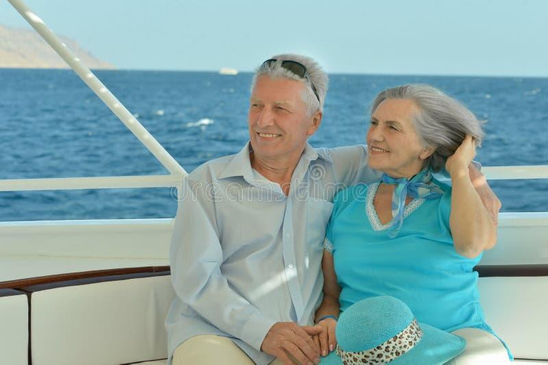基于游艇的年长夫妇 免版税库存图片