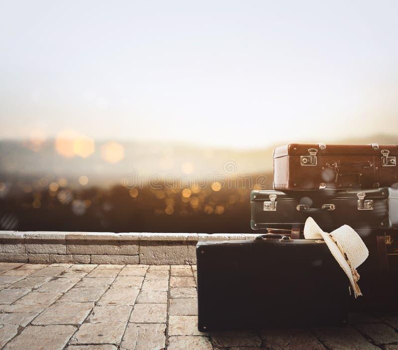 基于石路面的行李 免版税图库摄影