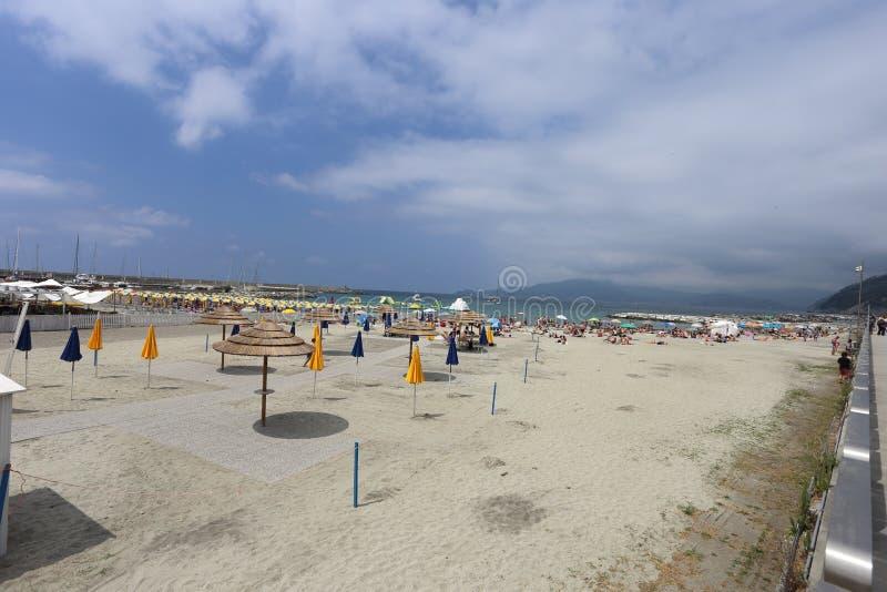 基亚瓦里,意大利-海滩和散步 免版税库存图片