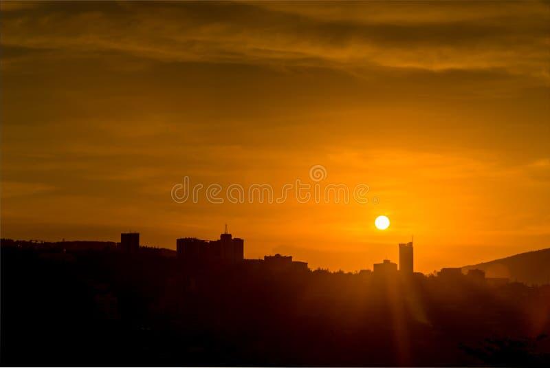 基加利在日落的市中心地平线剪影  卢旺达 库存图片