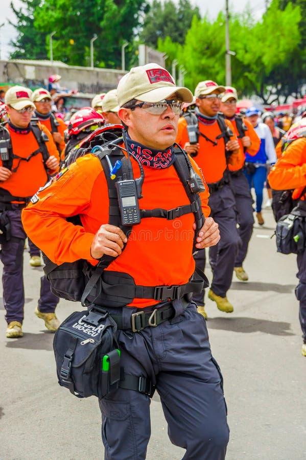 基多,厄瓜多尔- 2018年1月31日:佩带保障的一个成套室外观点的未认出的人民和 免版税图库摄影