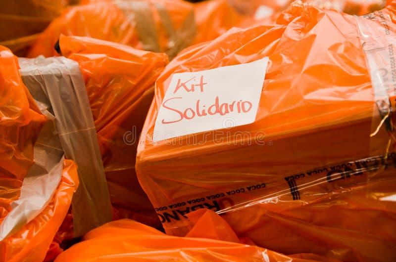 基多,厄瓜多尔- 2016年4月23日:救灾食物、衣裳、医学和水地震幸存者的海岸的 库存图片