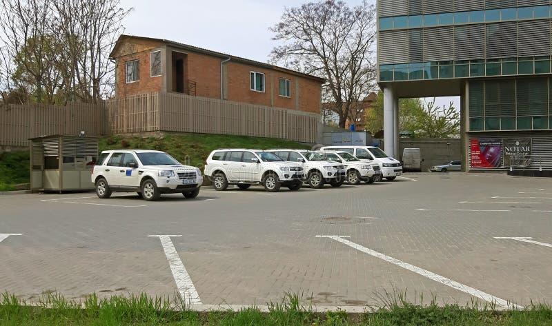 基希纳乌,摩尔多瓦- 2019年4月21日 在公证员附近停车场一些白色 免版税库存图片