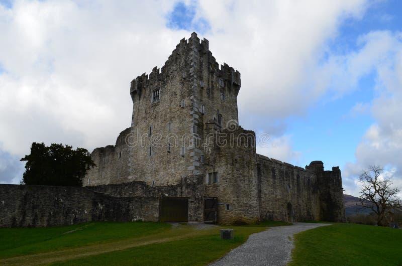 基拉尼` s罗斯城堡在爱尔兰在一美好的天 免版税库存照片