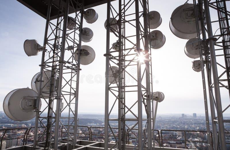 基本蓝色移动电话天空岗位电信耸立 免版税图库摄影