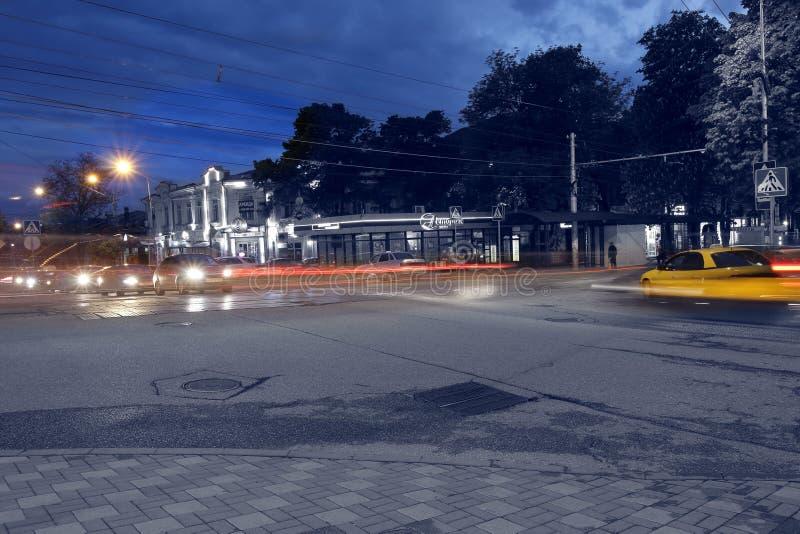 基洛夫大道和Dzerzhinsky街交叉路在Pyatigorsk,俄罗斯 免版税库存照片