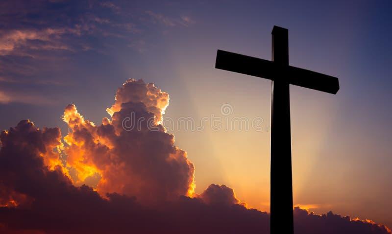 基督徒横渡美好的日落背景 免版税图库摄影