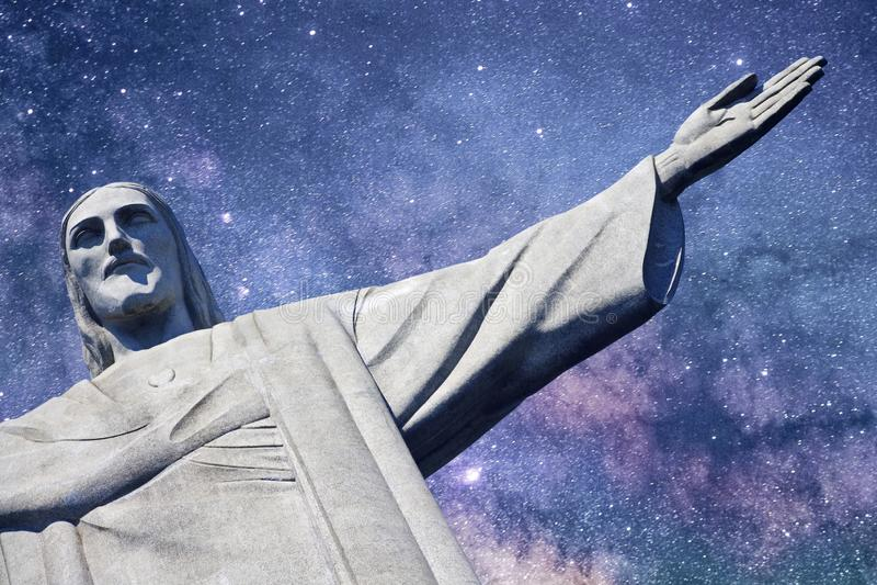 基督有银河的救世主在背景中 免版税库存照片