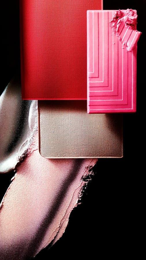 基础、胭脂和唇膏显示  图库摄影