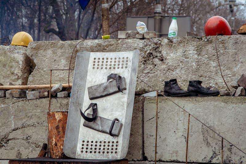 基辅乌克兰 2014年2月23日 城市的中央街道在猛冲的在EuroMaidan期间的护拦以后 免版税图库摄影