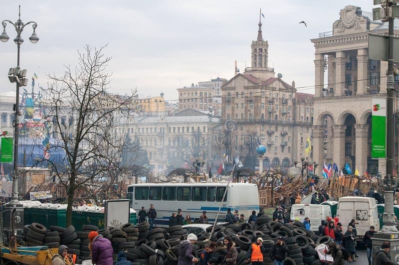 基辅乌克兰 2014年2月23日 城市的中央街道在猛冲的在EuroMaidan期间的护拦以后 免版税库存图片