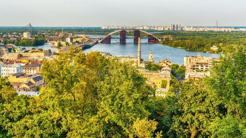 基辅或Kiyv,乌克兰:市中心的空中全景 库存图片