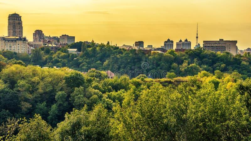 基辅或Kiyv,乌克兰:市中心的空中全景 免版税库存图片