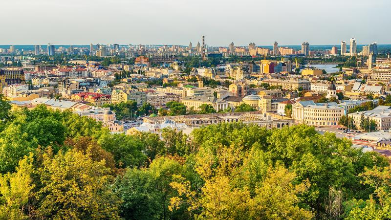 基辅或Kiyv,乌克兰:市中心的空中全景 图库摄影