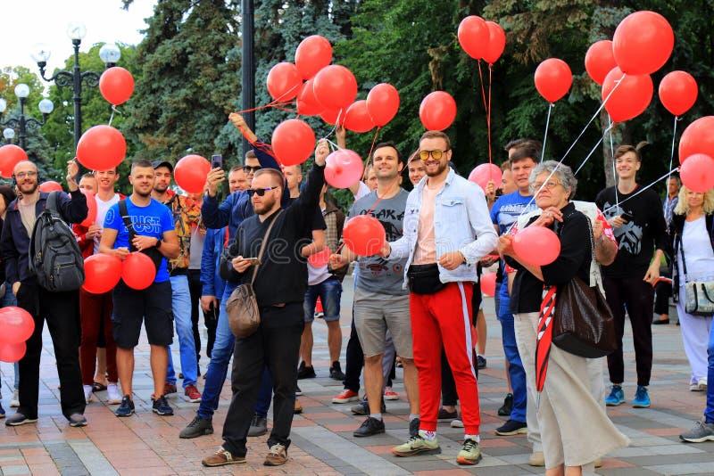 基辅,乌克兰,阿纳托利Shariy 06 28 2019个支持者来了到竞选召集乌克兰Verkhovna Rada的议会与 库存图片