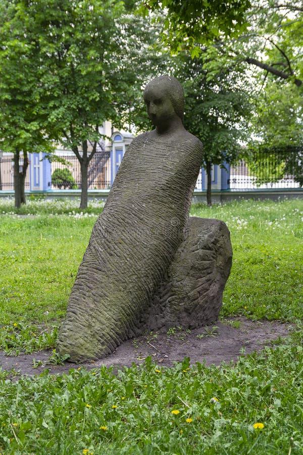 基辅,乌克兰,- 2016年5月11日:在组装的石雕塑 图库摄影