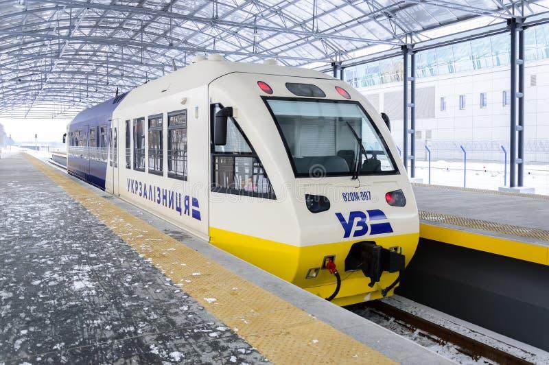 基辅,乌克兰- 2019年1月:基辅鲍里斯皮尔特级列车 在鲍里斯皮尔机场KBP和主要火车站之间的快速的railbus 免版税库存照片