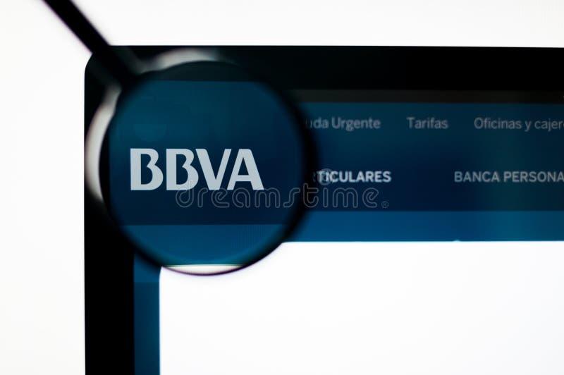基辅,乌克兰- 2019年4月6日:在网站主页的西班牙外换银行BBVA商标 库存图片
