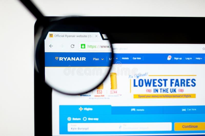 基辅,乌克兰- 2019年4月6日:瑞安航空公司网站主页 这是爱尔兰便宜的航空公司在1984年建立的 可看见瑞安航空公司的商标 库存例证