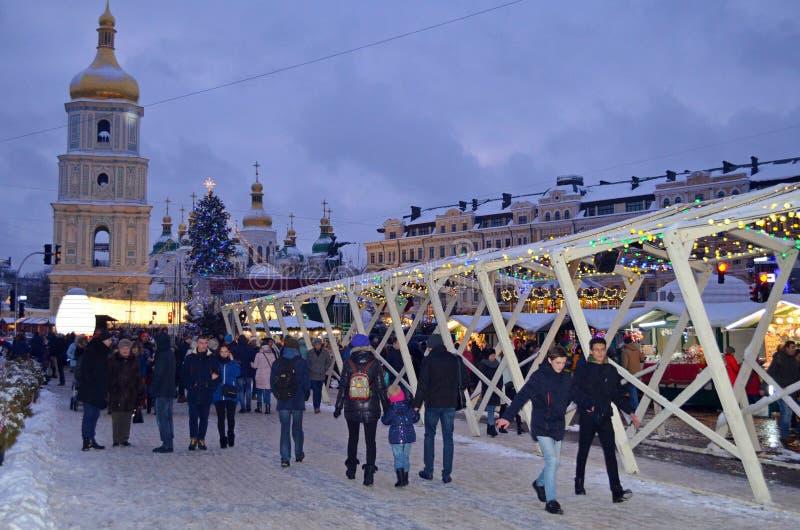 基辅,乌克兰- 2017年12月23日:装饰为圣诞节和新年索菲娅广场在基辅 库存图片