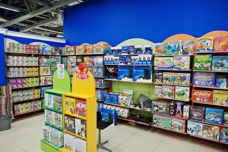 基辅,乌克兰- 2018年1月16日:顾客购物玩具 库存照片
