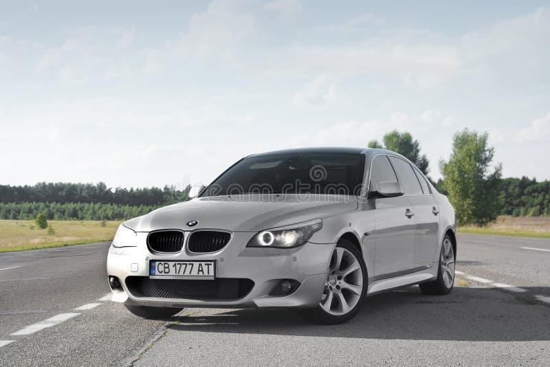 基辅,乌克兰- 2018年9月9日 在路的BMW E60 免版税库存照片