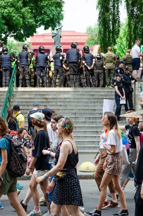 基辅,乌克兰- 2019年6月23日 3月平等 LGBT行军KyivPride E 警察行守卫行军者 免版税库存照片