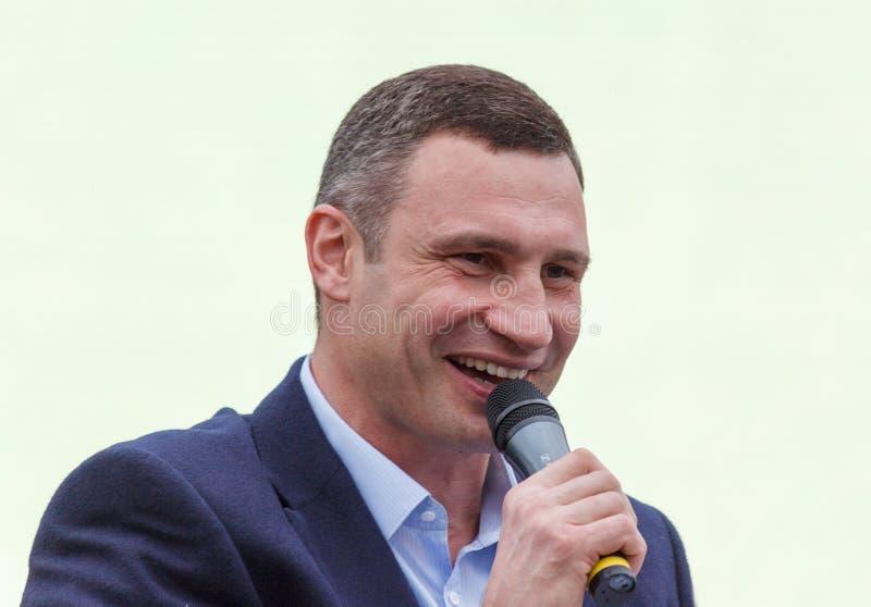 基辅,乌克兰- 2015年5月30日- Vitali唱歌在Kyiv的那天Klitschko 免版税库存照片