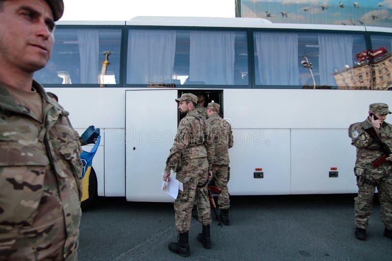 基辅,乌克兰-  19日2015年:军事军人和妇女从'西奇' batallion 图库摄影