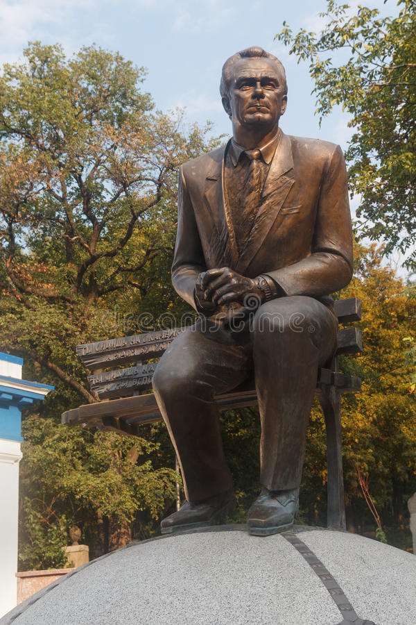 基辅,乌克兰- 2015年9月03日:对未知的橄榄球教练瓦列里Lobanovsk的纪念碑 免版税库存图片