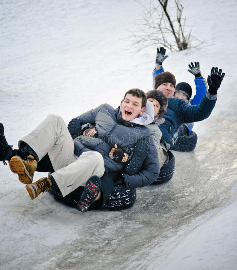 基辅,乌克兰- 2014年1月26日:少年人sledging的thro 库存图片