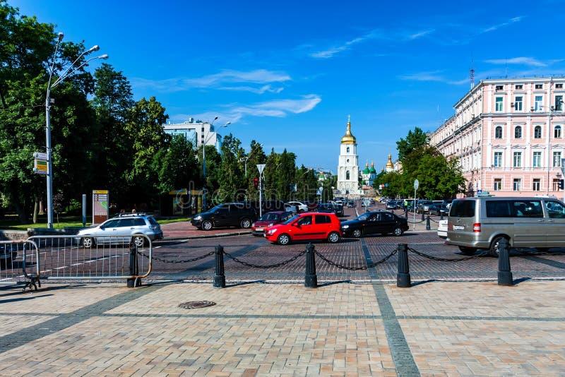 基辅, UNKRAINE - 2012年6月8日:圣徒索菲娅大教堂遥远的看法在Kyiv 库存图片