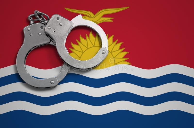 基里巴斯旗子和警察手铐 罪行和进攻的概念在国家 皇族释放例证