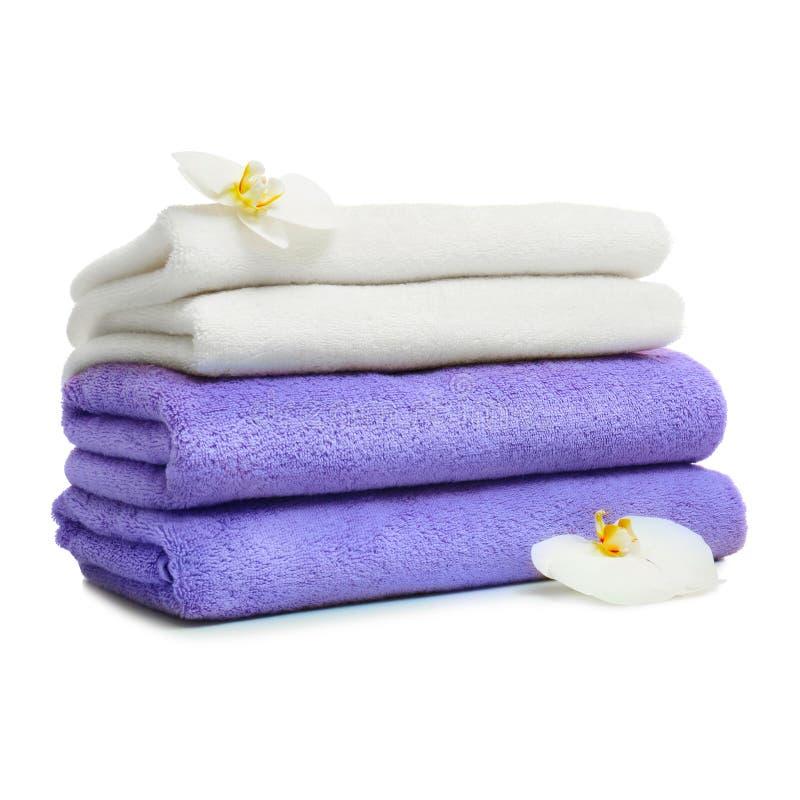 堆与花的干净的被折叠的毛巾 库存照片