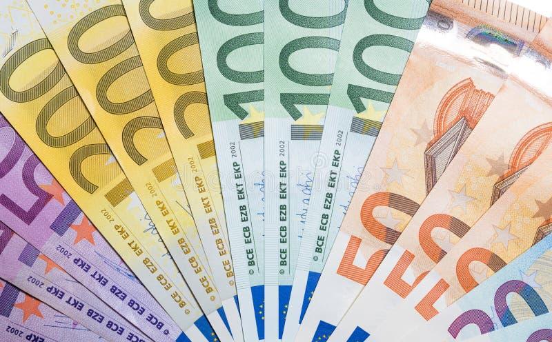 堆与50 100 200张和500张欧洲钞票的金钱 免版税库存图片
