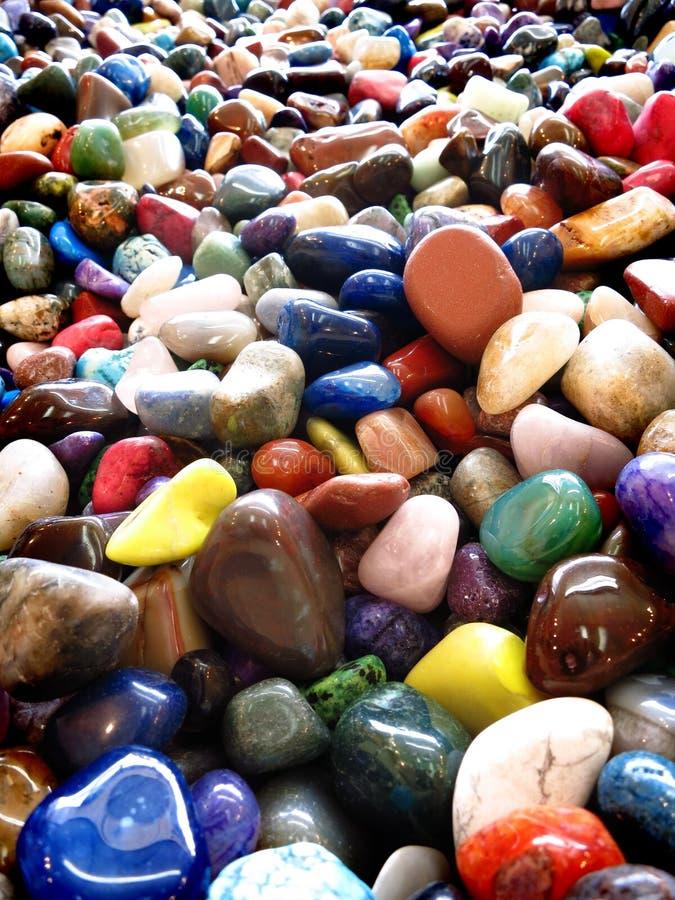 堆五颜六色的光滑的岩石 库存图片