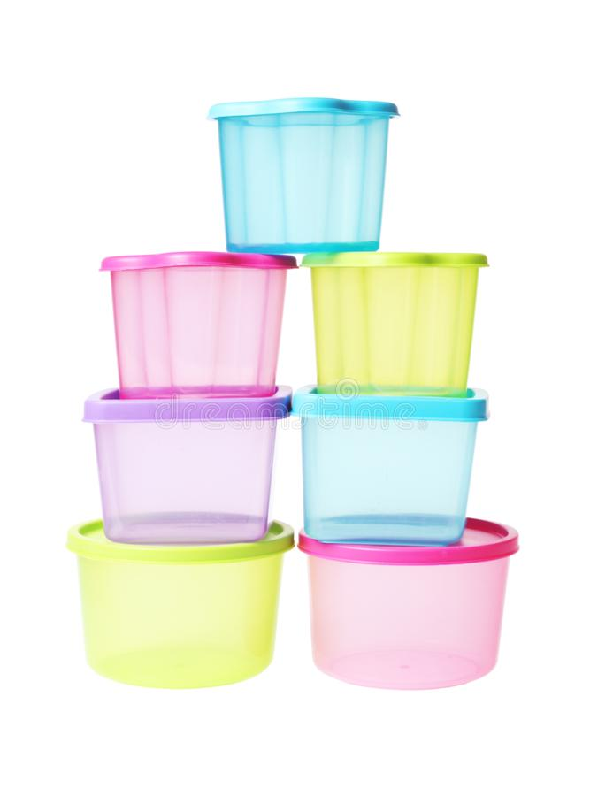 堆五颜六色的塑胶容器 免版税库存照片