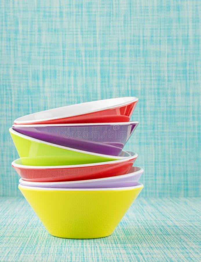 堆五颜六色的碗 库存图片