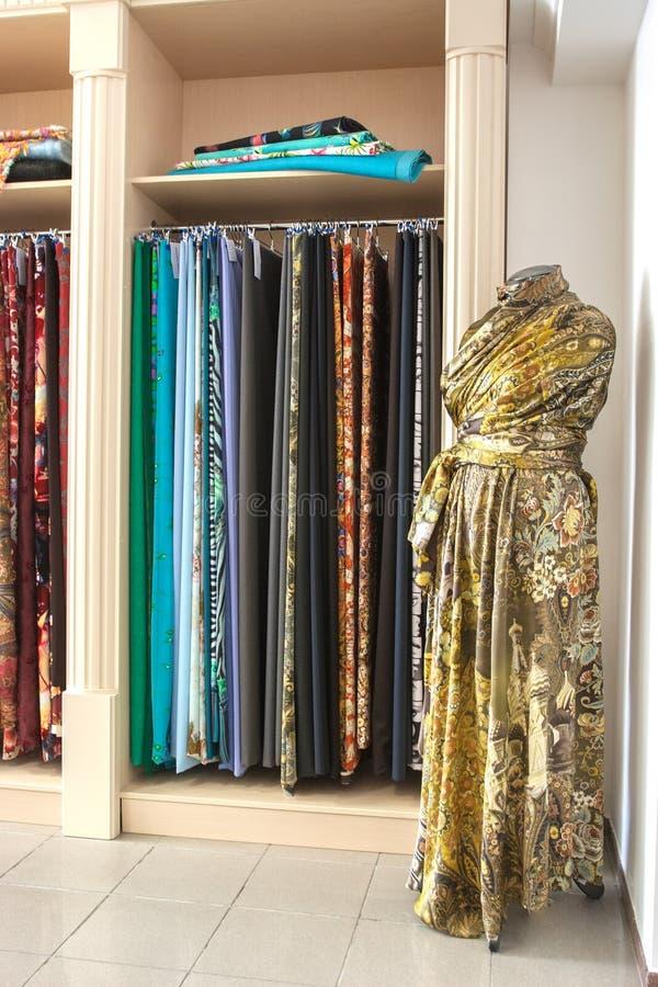 堆五颜六色的被折叠的织品 库存照片