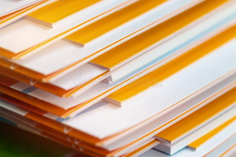 堆企业书桌的,企业pape报告纸张文件 免版税库存图片