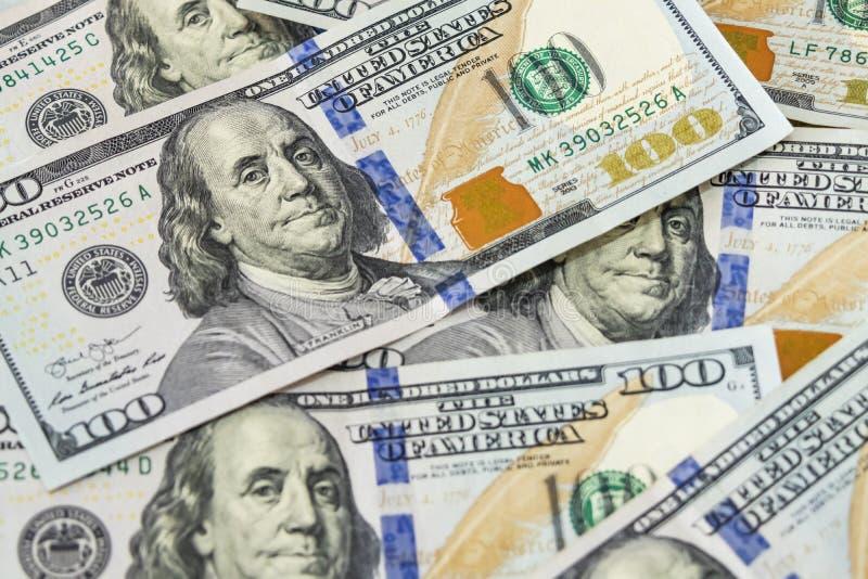堆作为世界贸易一部分的钞票美元 免版税库存图片