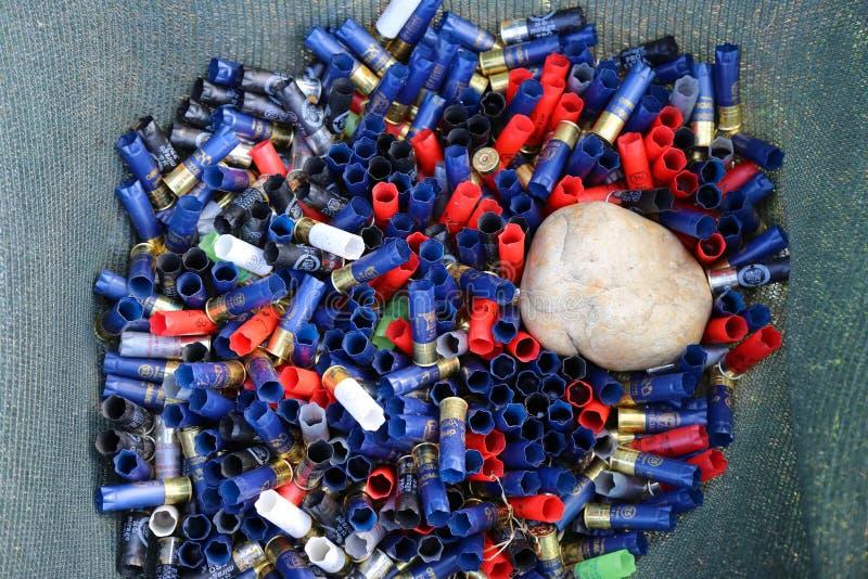 堆使用的弹药筒 库存照片