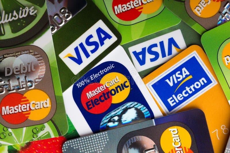 堆信用卡、签证和万事达卡,信用,借方 免版税库存照片