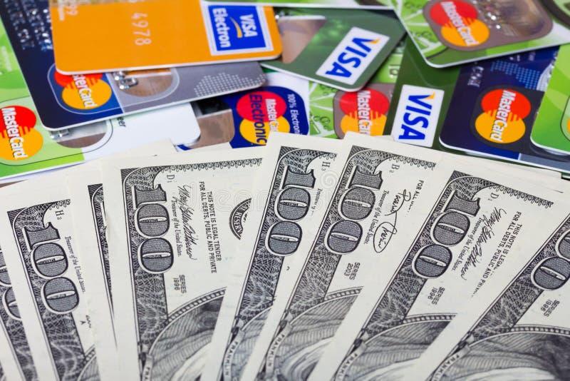 堆信用卡、签证和万事达卡 库存照片