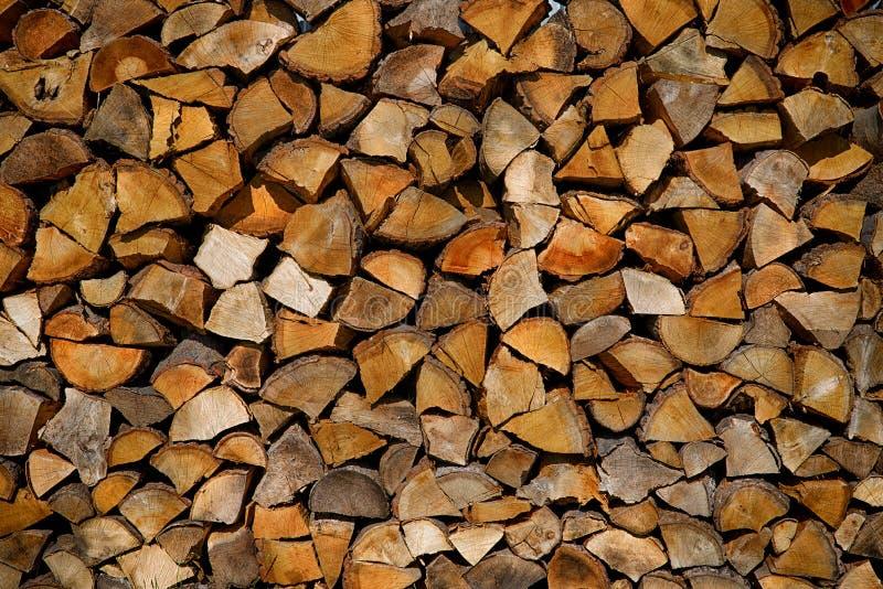堆切好的木柴 免版税库存图片
