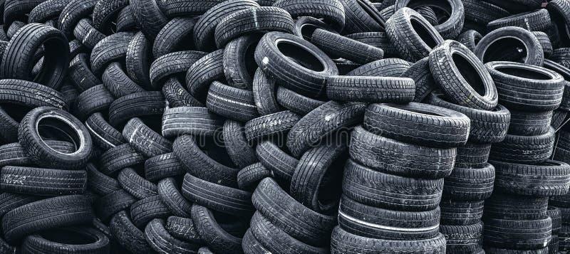 堆半新车轮胎 免版税库存图片