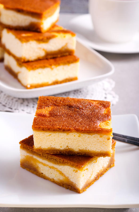 堆南瓜乳酪蛋糕酒吧 图库摄影